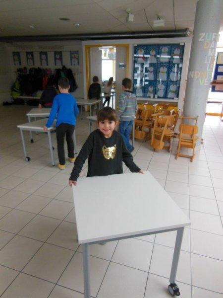 neue Tische und Stühle